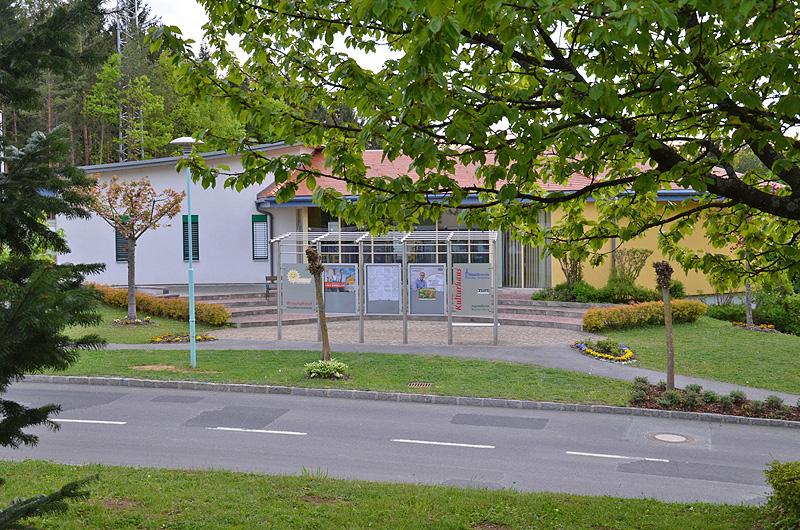 Kultur- und Jugendhaus mit Altstoffsammelzentrum und Wirtschaftshof